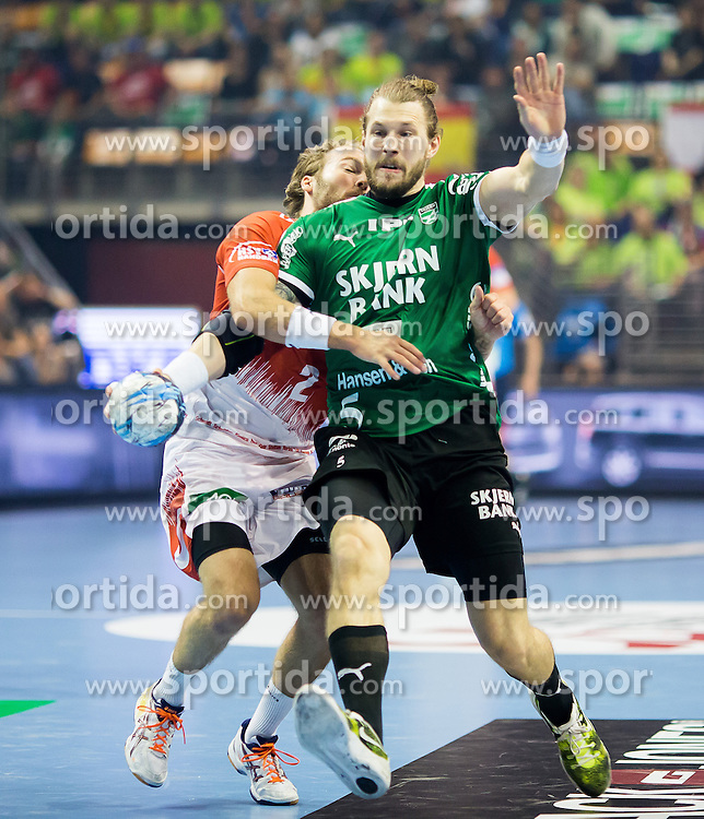 Berlin, Deutschland, 16.05.2015:<br /> Handball EHF Pokal Halbfinale Spiel 1 2014 / 2015 - Skjern Handbold - HSV Hamburg - EHF CUP Finals 2014/15.<br /> <br /> Frederik Borm (Skjern Handbold #5) - Kevin Schmidt (HSV #2) *** Local Caption *** &copy; pixathlon