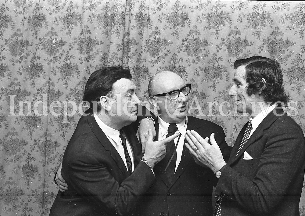 Irish Independent Tatler columnist Des Rushe (right) with Micheal MacLiammoir and Hilton Edwards. 4/2/1973. (Part of the Independent Newspapers/NLI Collection)