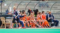 ROTTERDAM - Manager Margriet Zegers (l) bij de dug-out van Oranje tijdens de wedstrijd tussen de vrouwen van Nederland en Japan tijdens de Rabobank Hockey Wolrd League in Rotterdam. ANP KOEN SUYK