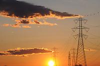 Tralicci al tramonto