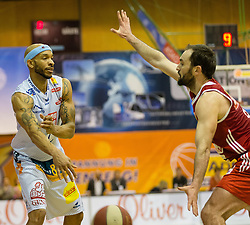 13.02.2016, Walfersamhalle, Kapfenberg, AUT, ABL, ece Bulls Kapfenberg vs BC Hallmann Vienna, im Bild Shawn Ray (Kapfenberg), Predrag Miletic (Vienna) // during the ABL, between ece Bulls Kapfenberg and BC Hallmann Vienna at the Sportscenter Walfersam, Kapfenberg, Austria on 2016/02/13, EXPA Pictures © 2016, PhotoCredit: EXPA/ Dominik Angerer
