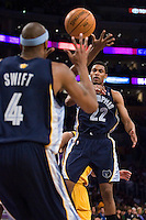 27 March 2007: Guard Rudy Gay of the Memphis Grizzlies passes the ball to teammate Stromile Swift against the Los Angeles Lakers during the first half of the Grizzlies 88-86 victory over the Lakers at the STAPLES Center in Los Angeles, CA.