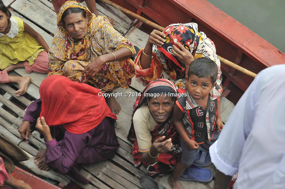 61530159<br /> Women wait for bodies on a boat after the ferry accident in Munshiganj district, Dhaka, Bangladesh, May 16, 2014. Bangladesh rescuers have dragged out 10 more bodies, raising the death toll to 22 in the ferry accident on river Meghna, after it sank in storm on Thursday afternoon,  Friday, 16th May 2014. Picture by  imago / i-Images<br /> UK ONLY