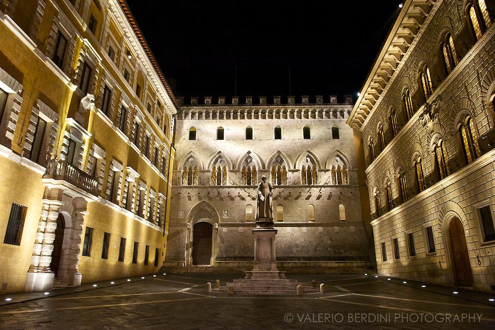 Siena, Tuscany. Italy. Piazza Salimbeni