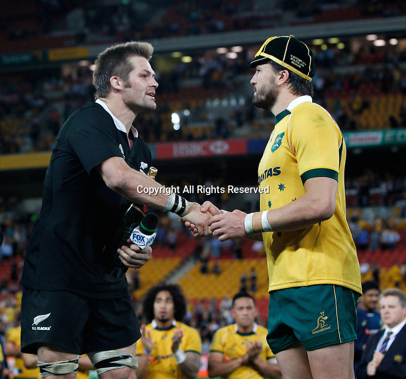 18.10.2014. Suncorp Stadium, Brisbane, Australia.  Captains Richie McCaw and Adam Ashley-Cooper Qantas Wallabies shake hands before th agme at Suncorp Stadium Beldisloe Cup rugby.