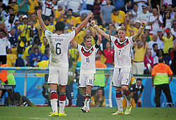 04.07.2014, Maracana, Rio de Janeiro, BRA, FIFA WM, Frankreich vs Deutschland, Viertelfinale, im Bild Khedira, Lahm and Bastian Schweinstiger, right, celebrates Germany victory 1-0, to France // during quarterfinals between France and Germany of the FIFA Worldcup Brazil 2014 at the Maracana in Rio de Janeiro, Brazil on 2014/07/04. EXPA Pictures © 2014, PhotoCredit: EXPA/ Eibner-Pressefoto/ Cezaro<br /> <br /> *****ATTENTION - OUT of GER*****