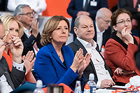 06 DEC 2019, BERLIN/GERMANY:<br /> Maliu Dreyer (L), SPD, Ministerpraesidentin Rheinland-Pfalz und komm. Parteivorsitzende, Olaf Scholz (M), SPD, Bundesfinanzminister, und Klara Geywitz, SPD, SPD Bundesprateitag, CityCube<br /> IMAGE: 20191206-01-0<br /> KEYWORDS: Party Congress, Parteitag, klatschen, applaudieren, Applaus