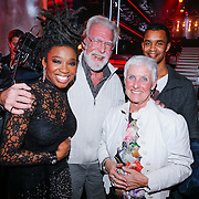 NLD/Hilversum/20121214 - Finale The Voice of Holland 2012, Leona Phillipo en haar ouders en broer