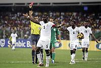 Fotball<br /> Afrika mesterskapet 2008<br /> Foto: DPPI/Digitalsport<br /> NORWAY ONLY<br /> <br /> FOOTBALL - AFRICAN CUP OF NATIONS 2008 - 1/4 FINAL - 3/02/2008 - GHANA v NIGERIA - RED CARD JOHN MENSAH (GHA) / MOHAMED BENOUZA (REFEREE)