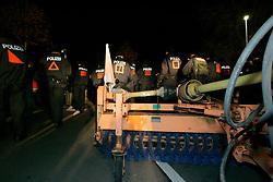 Ein Laternenumzug in Metzingen kann im Vorfeld des Castortransports schnell zur Straßenblockade werden: Bewohner des Widerstandsnests blockieren am Abend vor der großen Anti-Atom-Kundgebung die B 216 zwischen Lüneburg und Dannenberg. <br /> <br /> Ort: Metzingen<br /> Copyright: Andreas Conradt<br /> Quelle: PubliXviewinG