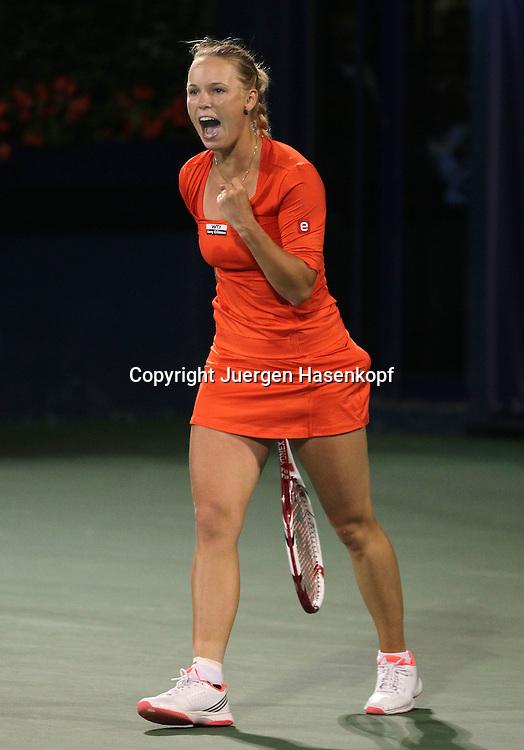 Dubai Tennis Championships 2012,WTA Tennis Turnier,International Series,Dubai Tennis Stadium, U.A.E.,  Caroline Wozniacki (DEN) macht die Faust und jubelt nach ihrem Sieg,Jubel,Emotion,.Einzelbild,Ganzkoerper,Hochformat,