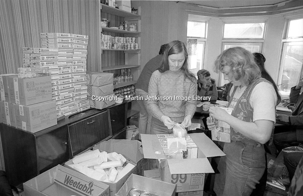 Making up food parcels, Ellington Miners Support Group, Ashington. 06/12/1984.