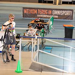 30-04-2020: Wielrennen: persmoment KNWU: Apeldoorn <br />De KNWU baanselectie trainende vandaag voor de eerste keer op de baan met inachtneming van het Corona protocol