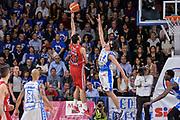 DESCRIZIONE : Beko Legabasket Serie A 2015- 2016 Dinamo Banco di Sardegna Sassari - Olimpia EA7 Emporio Armani Milano<br /> GIOCATORE : Krunoslav Simon<br /> CATEGORIA : Tiro Penetrazione Sottomano Controcampo<br /> SQUADRA : Olimpia EA7 Emporio Armani Milano<br /> EVENTO : Beko Legabasket Serie A 2015-2016<br /> GARA : Dinamo Banco di Sardegna Sassari - Olimpia EA7 Emporio Armani Milano<br /> DATA : 04/05/2016<br /> SPORT : Pallacanestro <br /> AUTORE : Agenzia Ciamillo-Castoria/L.Canu