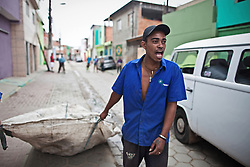 Catadores from Cooperativa Nova Esperança collecting at the neighborhood...workers: Marcos Alexandre dos Santos.