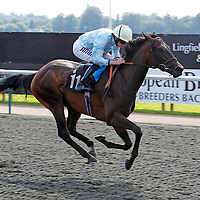 Fleur De Cactus and Ryan Moore winning the 3.50 race