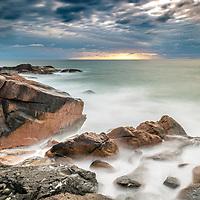 Amanhecer no costão da Praia da Joaquina, Florianopolis, Santa Catarina - foto de Ze Paiva - Vista Imagens