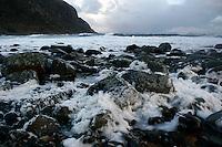 Alnes 20070116. Store bølger har laget mye skum i fjøresteinene ved Alnes fyr i Giske kommune under stormen en vinterdag i januar 2007. Alnes er også et populært sted for surfing. <br /> <br /> Large waves has generated a lot of foam on the rocks along the coastline next to Alnes lighthouse in Giske during a storm in january 2007. Alnes is also a popular place for surfing.<br /> <br /> Foto: Svein Ove Ekornesvåg