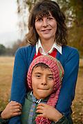 Cristina Goyeneche y su hijo menor Juan Antonio, ellos y su familia tratan en lo posible de no usar plástico. Santiago de Chile 10/06/2014 (©Alvaro de la Fuente/Triple.cl)