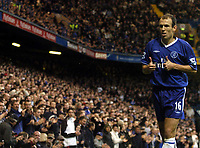 Photo: Javier Garcia/Digitalsport<br /> 23/10/2004 Chelsea v Blackburn, FA Barclays Premiership, Stamford Bridge<br /> Arjen Robben acknowledges the applause of the crowd as he prepares to take a corner during his impressive second half display