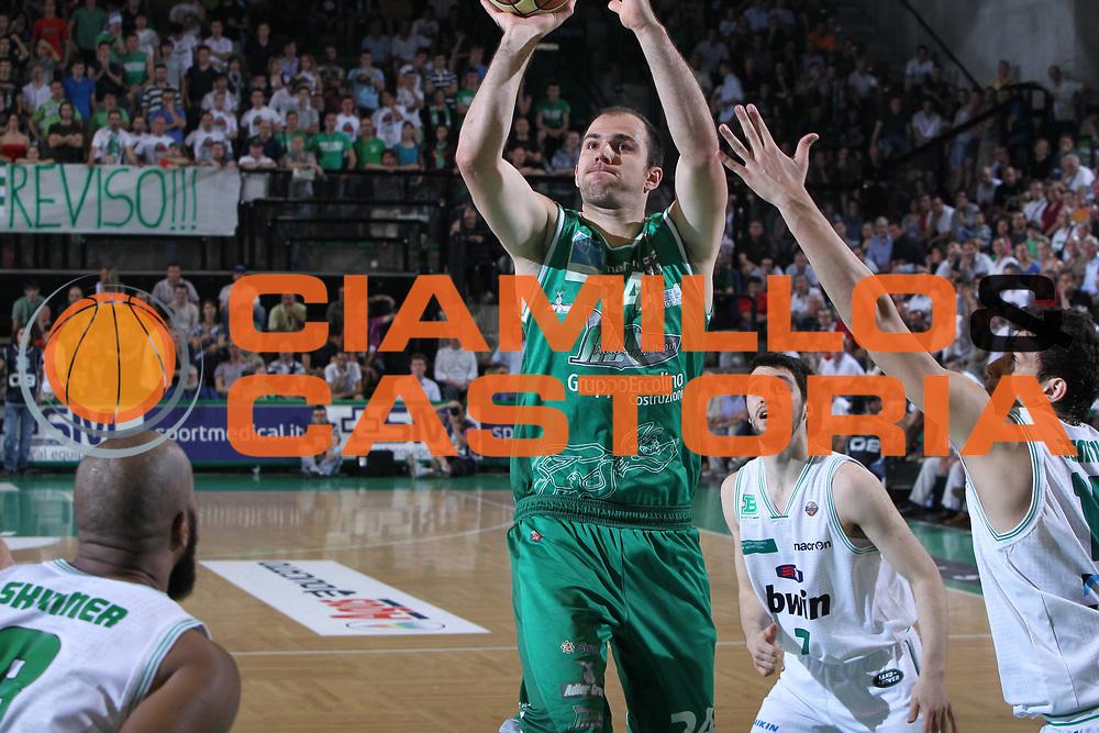 DESCRIZIONE : Treviso Lega A 2010-11 Quarti di Finale Play Off Gara 4 Benetton Treviso Air Avellino<br /> GIOCATORE : Szymon Szewczyk<br /> SQUADRA : Benetton Treviso Air Avellino<br /> EVENTO : Campionato Lega A 2010-2011 <br /> GARA : Benetton Treviso Air Avellino<br /> DATA : 25/05/2011<br /> CATEGORIA : Tiro<br /> SPORT : Pallacanestro <br /> AUTORE : Agenzia Ciamillo-Castoria/G.Contessa<br /> Galleria : Lega Basket A 2010-2011 <br /> Fotonotizia : Treviso Lega A 2010-11 Quarti di Finale Play Off Gara 4 Benetton Treviso Air Avellino<br /> Predfinita :