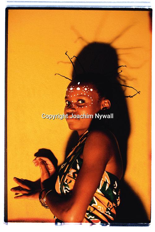 Maputo 1999 04 Convention center<br /> Maputo Mocambique<br /> Afrikansk s&aring;ngerska fr&aring;n Norra Mocambique<br /> <br /> <br /> <br /> ----<br /> FOTO : JOACHIM NYWALL KOD 0708840825_1<br /> COPYRIGHT JOACHIM NYWALL<br /> <br /> ***BETALBILD***<br /> Redovisas till <br /> NYWALL MEDIA AB<br /> Strandgatan 30<br /> 461 31 Trollh&auml;ttan<br /> Prislista enl BLF , om inget annat avtalas.
