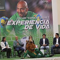 """Toluca, México (Junio 15, 2018).- Óscar """"Conejo"""" Pérez sostuvo un encuentro con estudiantes universitarios en la UAEMex, en donde dijo que a el le gusta Alfredo Talavera para el arco de México.  Agencia MVT / Crisanta Espinosa."""