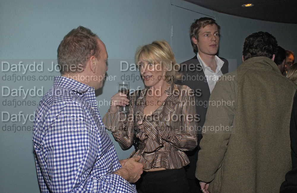 Simon Sebag-Montefiore, Lady Cosima Somerset and Zac Goldsmith. Tom Parker Bowles, Susan Hill and Matthew Rice host party to launch 'E is For Eating' Kensington Place. 3 November 2004.  ONE TIME USE ONLY - DO NOT ARCHIVE  © Copyright Photograph by Dafydd Jones 66 Stockwell Park Rd. London SW9 0DA Tel 020 7733 0108 www.dafjones.com