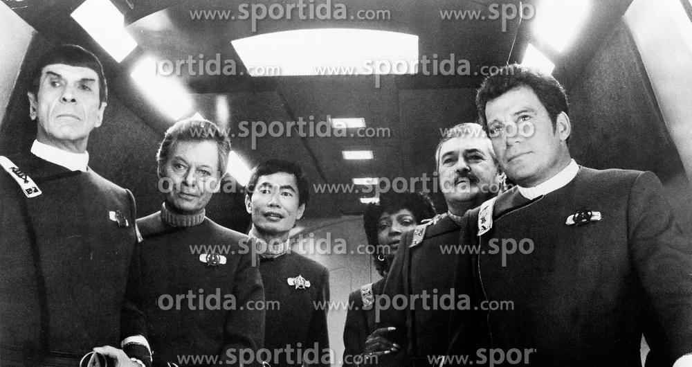 L-R leonard nimoy, (Spock), Deforest kelly (Dr McCoy), George Takei (Sulu) Nichelle Nichols, (Uhura) James Doohan (scotty) William Dhatner (james T Kirk)  stars of film Star Trek IV, Ref: PEBG54608, Date: 30.01.1987. EXPA Pictures &copy; 2015, PhotoCredit: EXPA/ Photoshot/ Starstock<br /> <br /> *****ATTENTION - for AUT, SLO, CRO, SRB, BIH, MAZ only*****