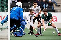 AMSTELVEEN - Mirco Pruyser (Adam) in duel met Killian Pohling (Rdam)  tijdens  de hoofdklasse hockeywedstrijd Amsterdam-HC Rotterdam (7-1).    COPYRIGHT KOEN SUYK