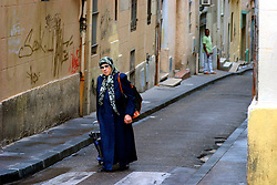 FRANCE PROVENCE MARSEILLE 2OCT06 - Muslim woman in the streets of downtown Marseille, around the old port.. . jre/Photo by Jiri Rezac. . © Jiri Rezac 2006. . Contact: +44 (0) 7050 110 417. Mobile:  +44 (0) 7801 337 683. Office:  +44 (0) 20 8968 9635. . Email:   jiri@jirirezac.com. Web:    www.jirirezac.com. . © All images Jiri Rezac 2006 - All rights reserved.