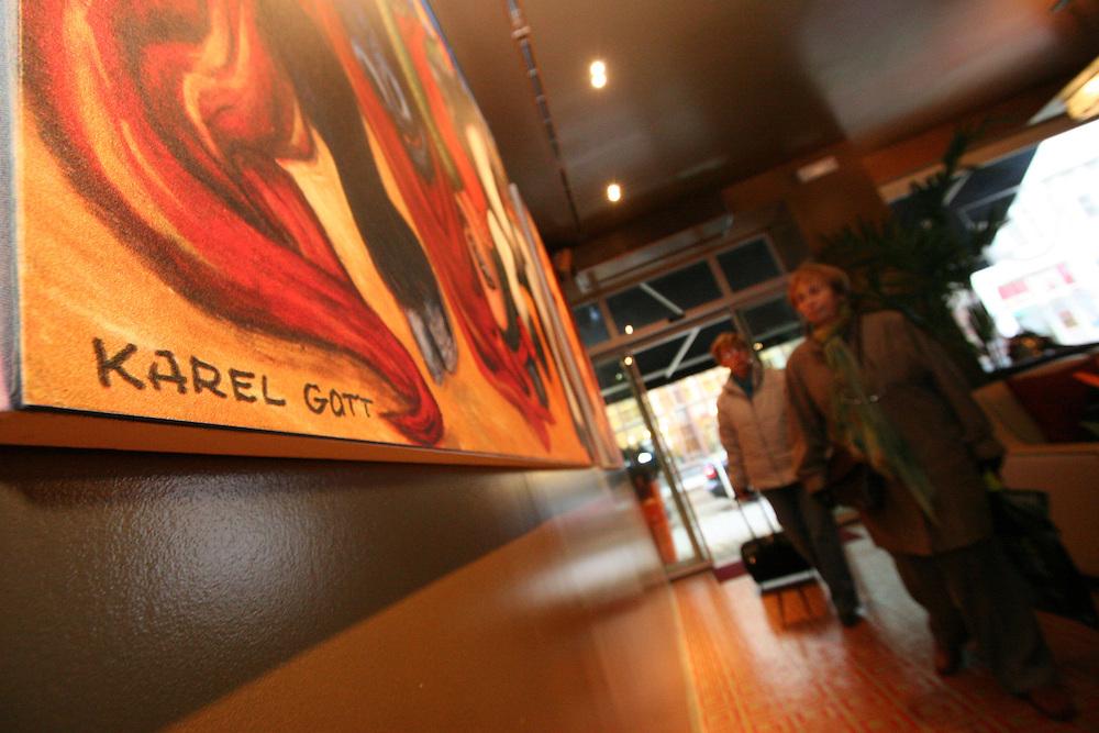 Das Karel Gott Gallery Restaurant in der Spalena Stra&szlig;e im Zentrum von Prag. Im  Innenbereich des Restaurants befindet sich eine Ausstellung mit Bildern von Karel Gott.<br /> <br /> The Karel Gott Gallery Restaurant in  Pragues city centre from outside. Exhibited in the gallery are duplications of paintings by Karel Gott.