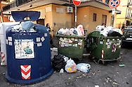 Roma   Giugno  2010. Cassonetti della spazzatura pieni e rifiuti per la strada, al quartiere Fidene