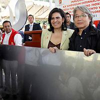 TOLUCA, México.- María Elena Barrera Tapia, alcaldesa de Toluca inauguro el XX Simposium Internacional de Esculturas en Acero Inoxidable, que se realiza en el Parque Cultural Matlatzincas en donde se podrá convivir con escultores de 7 países. Agencia MVT / Crisanta Espinosa. (DIGITAL)