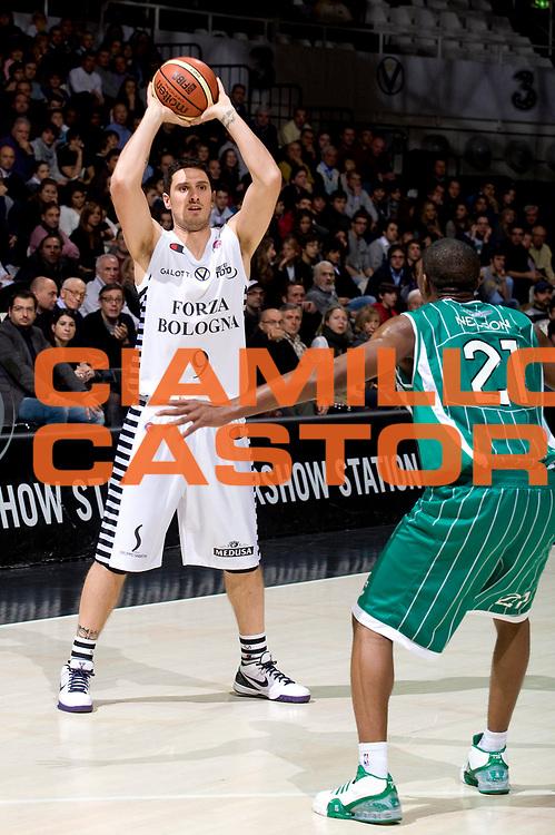 DESCRIZIONE : Bologna Lega A 2009-10 Virtus Bologna Air Avellino<br /> GIOCATORE : Alex Righetti<br /> SQUADRA : Virtus Bologna<br /> EVENTO : Campionato Lega A 2009-2010<br /> GARA : Virtus Bologna Air Avellino<br /> DATA : 22/11/2009<br /> CATEGORIA : Passaggio<br /> SPORT : Pallacanestro<br /> AUTORE : Agenzia Ciamillo-Castoria/G.Vannicelli<br /> Galleria : Lega Basket A 2009-2010 <br /> Fotonotizia : Bologna Campionato Italiano Lega A 2009-2010 Virtus Bologna Air Avellino<br /> Predefinita :