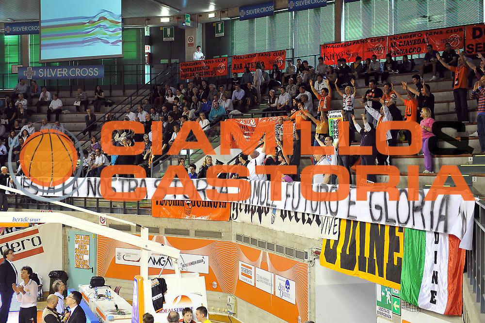 DESCRIZIONE : Udine Lega A2 2010-11 Snaidero Udine Aget Imola<br /> GIOCATORE : Tifosi<br /> SQUADRA : Snaidero Udine<br /> EVENTO : Campionato Lega A2 2010-2011<br /> GARA : Snaidero Udine Aget Imola<br /> DATA : 03/04/2011<br /> CATEGORIA : Tifosi, Curiosita'<br /> SPORT : Pallacanestro <br /> AUTORE : Agenzia Ciamillo-Castoria/S.Ferraro<br /> Galleria : Lega Basket A2 2010-2011 <br /> Fotonotizia : Udine Lega A2 2010-11 Snaidero Udine Aget Imola<br /> Predefinita :