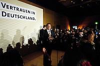 18 SEP 2005 BERLIN/GERMANY:<br /> Gerhard Schroeder, SPD, Bundeskanzler, haelt eine Rede, auf der Wahlparty der SPD, Wahlabend der SPD, Willy-Brandt-Haus<br /> IMAGE: 20050918-01-102<br /> KEYWORDS: Wahlparty, Bundestagswahl, Applaus, applaudieren, Jubel, Gerhard Schröder