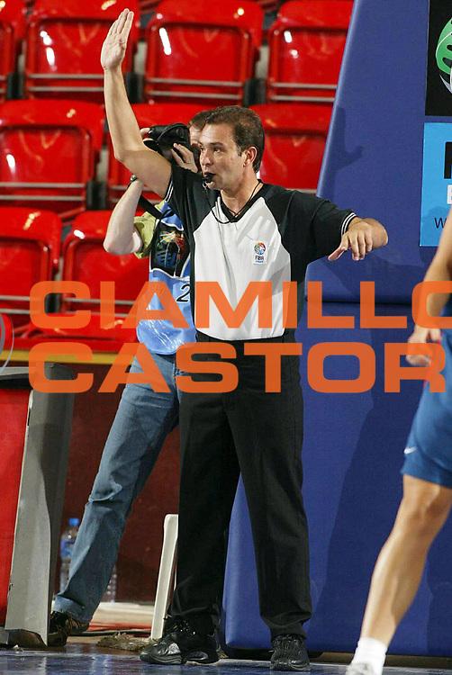 DESCRIZIONE : Ankara Eurobasket Women 2005 Francia-Lettonia<br /> GIOCATORE : Arbitro Referee<br /> SQUADRA : Referees<br /> EVENTO : Eurobasket Women 2005 Campionati Europei Donne 2005<br /> GARA : Francia Lettonia France Latvia<br /> DATA : 11/09/2005<br /> CATEGORIA :<br /> SPORT : Pallacanestro<br /> AUTORE : Ciamillo&amp;Castoria/Fiba Europe
