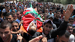 60372637<br /> Palestinians carry the body of Majed Lahlouh during his funeral in the West Bank city of Jenin on Tuesday Aug. 20, 2013. Lahlouh was killed early Tuesday in clashes with Israeli forces that raided north West Bank, medical and security sources said, Tuesday August. 20, 2013.<br /> Picture by imago / i-Images<br /> UK ONLY