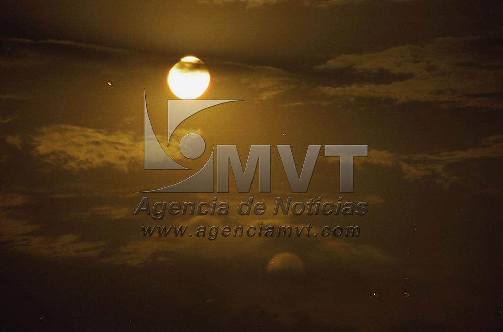 Toluca, M&eacute;x.- Noches de Luna llena captada en esta ciudad. Agencia MVT / Marco A. Castro. (FILM)<br /> <br /> NO ARCHIVAR - NO ARCHIVE