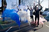 19-03-2011 VVV VENLO - WILLEM II:Venlo<br /> Supporters zwaaien de spelers uit<br /> foto: Geert van Erven