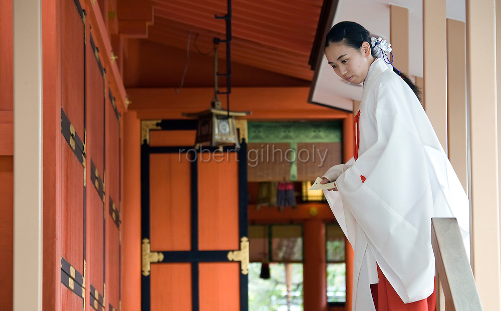 Photo shows a maiko female assistant at Fujisan Hongu Sengen Taisha in Fujinomiya City, Shizuoka Prefecture Japan on 01 Oct. 2012.  Photographer: Robert Gilhooly