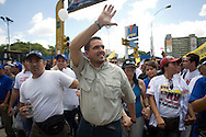 Venezuelan opposition's lider, Stalin Gonzalez (c) takes part in a campaign rally against Venezuelan President Hugo Chavez's proposal of constitutional changes in Caracas, February 7, 2009. Venezuelans will vote on February 15 on proposed changes to the constitution allowing Chavez and other politicians to stay in office as long as they keep winning elections. (Photo/Ivan Gonzalez)