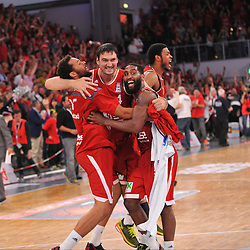 21.06.2015, Brose Arena, Bamberg, GER, Beko Basketball BL, Brose Baskets Bamberg vs FC Bayern Muenchen, Playoffs, Finale, 5. Spiel, im Bild Elias Harris (Brose Baskets Bamberg), Dalibor Bagaric (Brose Baskets Bamberg), Bradley Wanamaker (Brose Baskets Bamberg) und Ryan Thompson (Brose Baskets Bamberg)(v.l.n.r.) bejubeln kurz nach Ende des Spiels den Sieg gegen den FC Bayern Muenchen und den Gewinn der Deutschen Meisterschaft 2015. // during the Beko Basketball Bundes league Playoffs, final round, 5th match between Brose Baskets Bamberg and FC Bayern Muenchen at the Brose Arena in Bamberg, Germany on 2015/06/21. EXPA Pictures © 2015, PhotoCredit: EXPA/ Eibner-Pressefoto/ Merz<br /> <br /> *****ATTENTION - OUT of GER*****