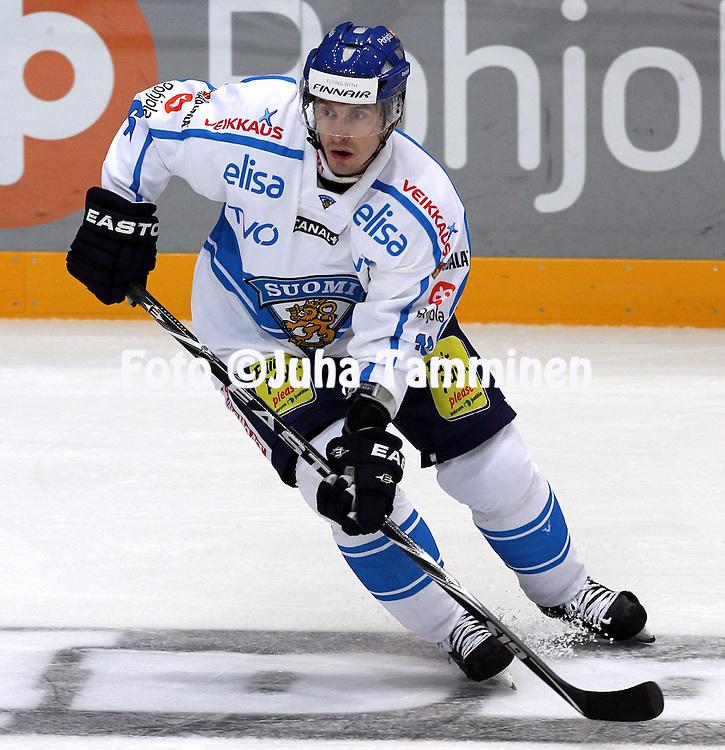 10.11.2011, Hartwall-Areena, Helsinki, Finland..Euro Hockey Tour - Karjala-turnaus 2011. Suomi - Venj / Finland v Russia..Ville Peltonen - Suomi..