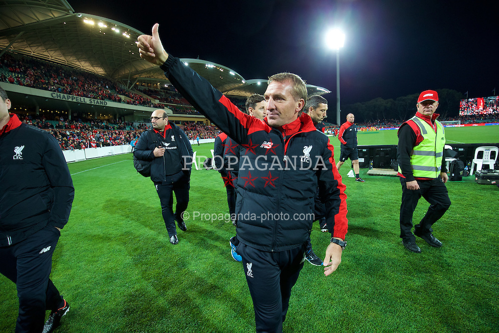 ADELAIDE, AUSTRALIA - Monday, July 20, 2015: Liverpool's manager Brendan Rodgers waves to the supporters after the 2-0 victory over Adelaide United during a preseason friendly match at the Adelaide Oval on day eight of the club's preseason tour. (Pic by David Rawcliffe/Propaganda)