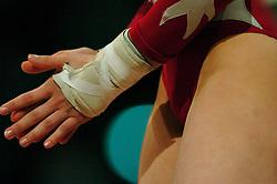 30-04-2004 TURNEN: EUROPEES KAMPIOENSCHAP DAMES: AMSTERDAM<br /> Turn items - creative illustratief turnen<br /> ©2004-www.fotohoogendoorn.nl