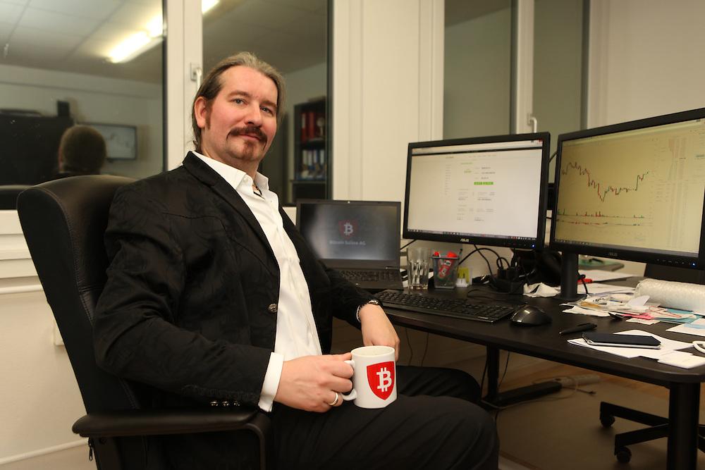 Bitcoin Suisse founder and CEO Niklas Nikolajsen at Bitcoin Suisse office, Baar / Le créateur et CEO de Bitcoin Suisse, Niklas Nikolajsen dans son bureau à Baar.