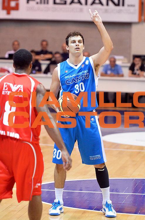 DESCRIZIONE : Desio Lega A 2013-14 Trofeo Lombardia EA7 Olimpia Milano-Lenovo Cantu'<br /> GIOCATORE : Stefano Gentile<br /> CATEGORIA : palleggio<br /> SQUADRA : Lenovo Cantu'<br /> EVENTO : Trofeo Lombardia<br /> GARA : EA7 Olimpia Milano-Lenovo Cantu'<br /> DATA : 29/09/2013<br /> SPORT : Pallacanestro <br /> AUTORE : Agenzia Ciamillo-Castoria/R.Morgano<br /> Galleria : Lega Basket A 2013-2014  <br /> Fotonotizia : Desio Lega A 2013-14 Trofeo Lombardia EA7 Olimpia Milano-Lenovo Cantu'<br /> Predefinita :