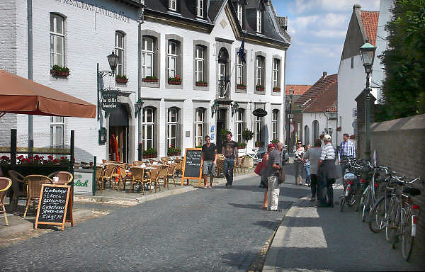 Nederland, Thorn, 15-7-2011Limburg, Gemeente Maasgouw, Het Witte Stadje . Wit gekalkte huizen in het oude centrum. Foto: Flip Franssen/Hollandse Hoogte
